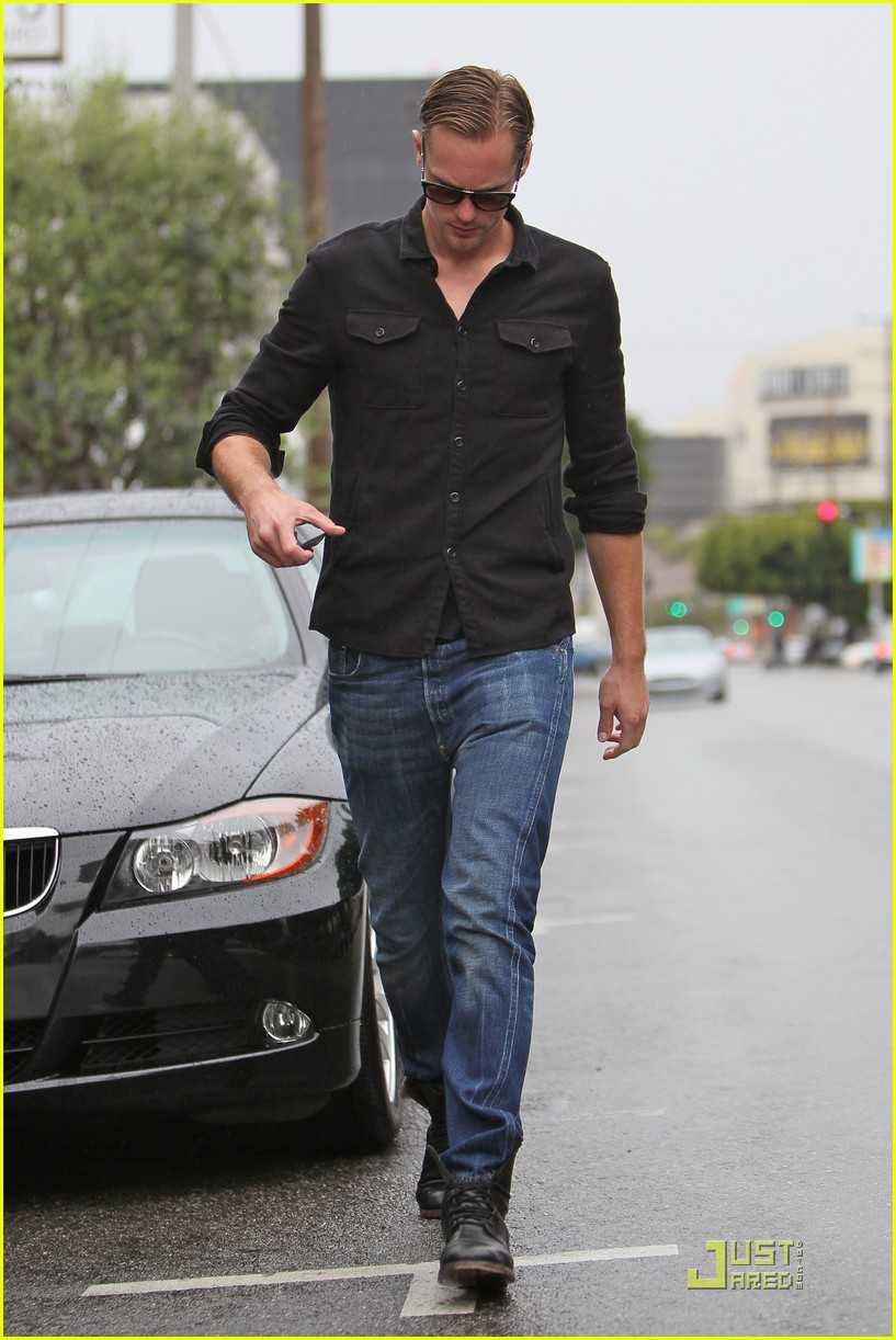 alexander skarsgard joans on third coffee 052529928