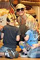gwen stefani puppy love with kingston and zuma 05