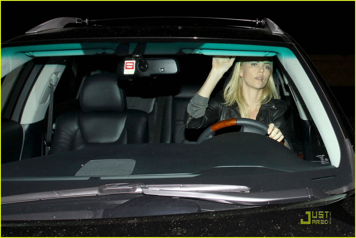 charlize theron dines with a mystery male 10