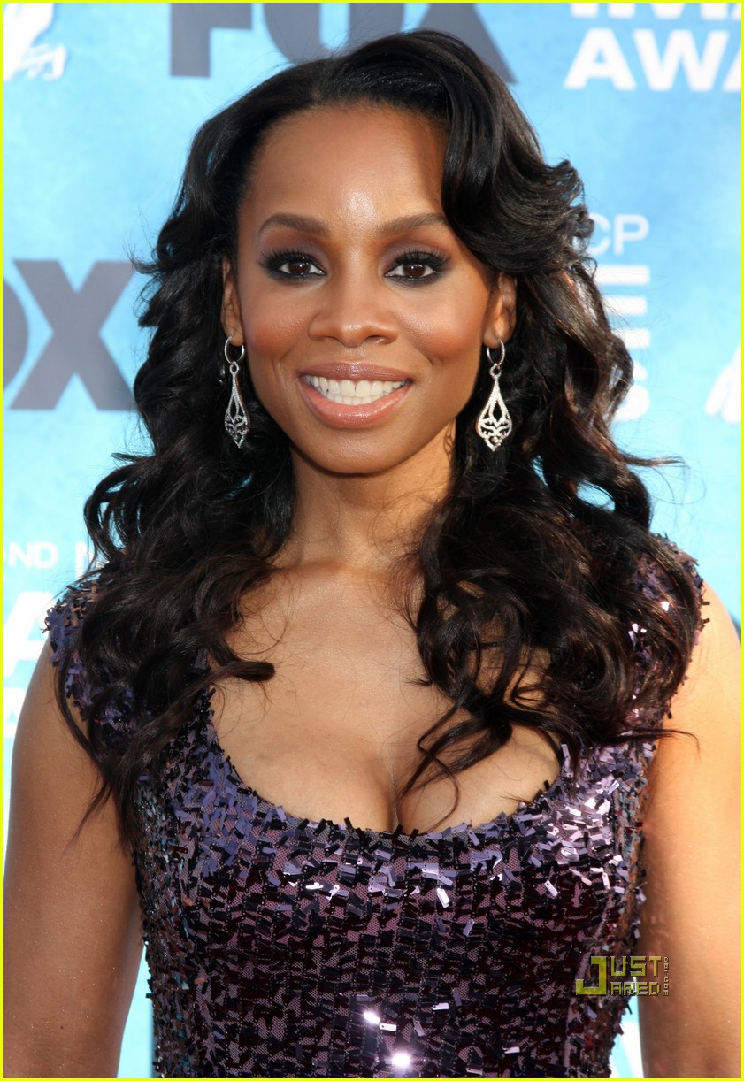 anika noni rose kerry washington naacp image awards 02