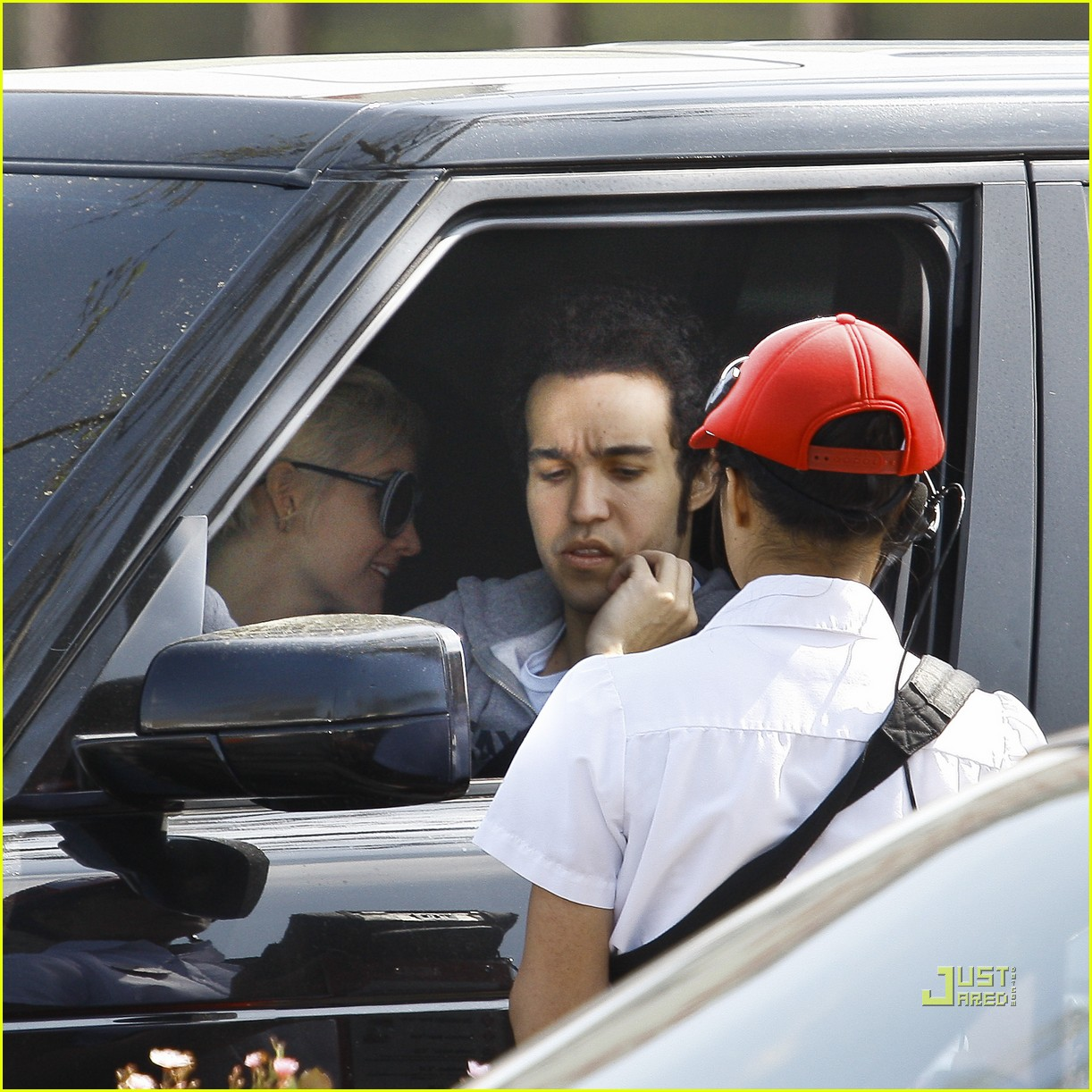 ashlee simpson pete wentz in n out 17