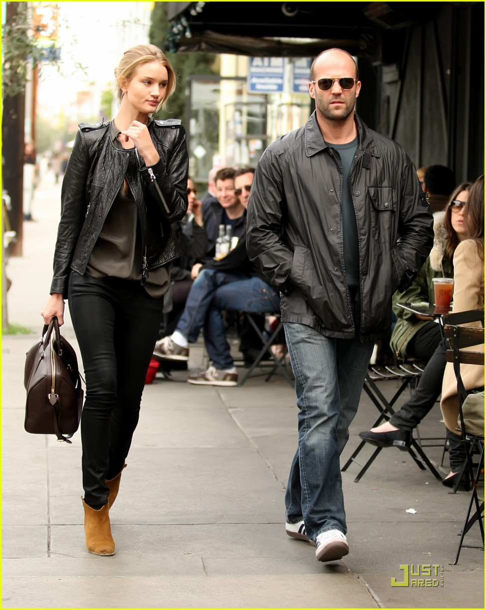 rosie huntington whiteley jason statham joans on third twosome 01