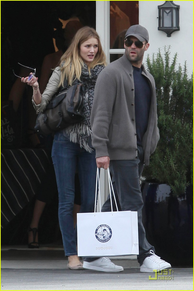 rosie huntington whiteley shopping day with jason statham 032528869