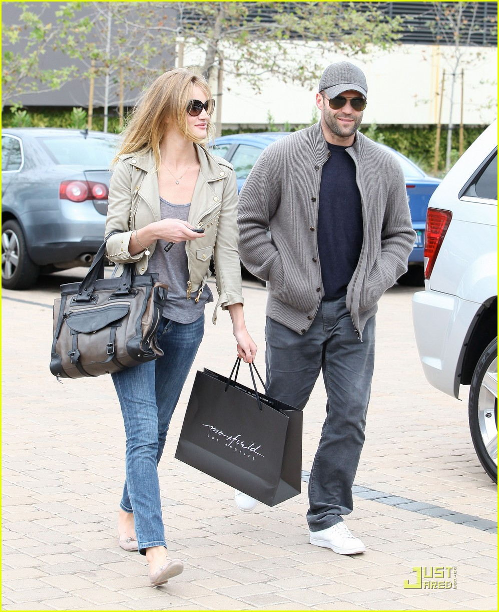rosie huntington whiteley shopping day with jason statham 09