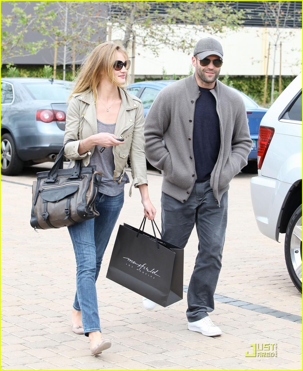 rosie huntington whiteley shopping day with jason statham 092528875