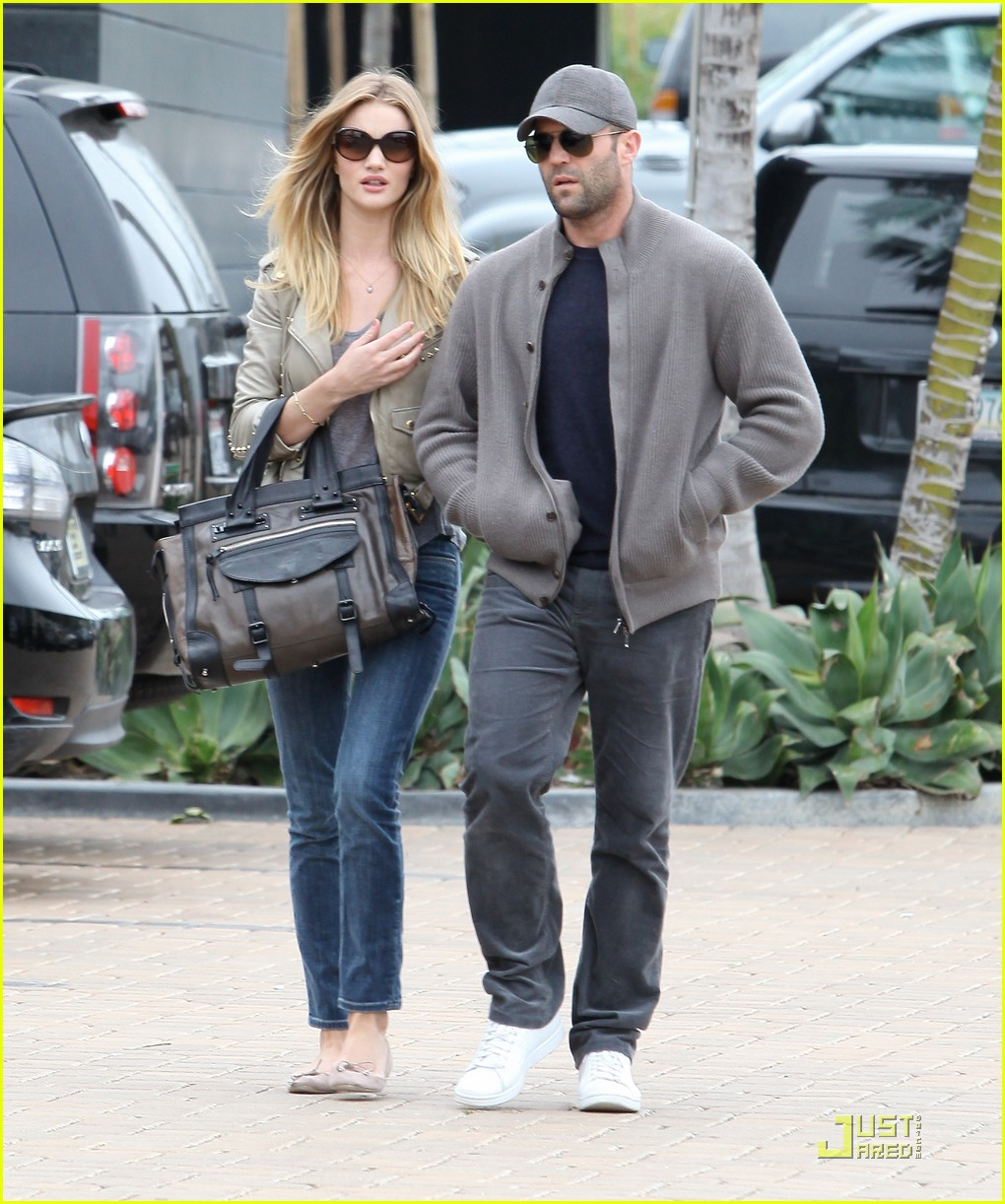 rosie huntington whiteley shopping day with jason statham 10
