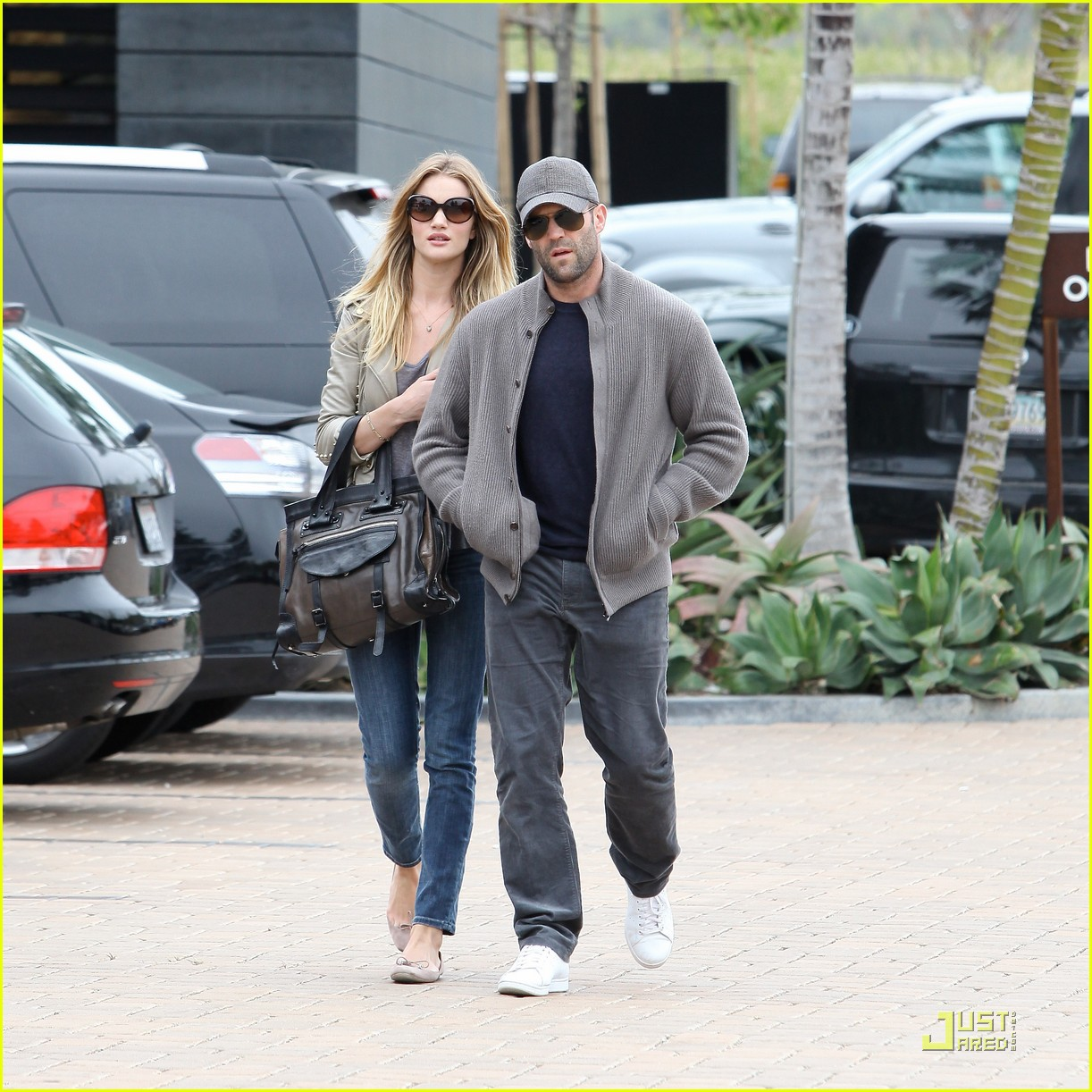 rosie huntington whiteley shopping day with jason statham 14
