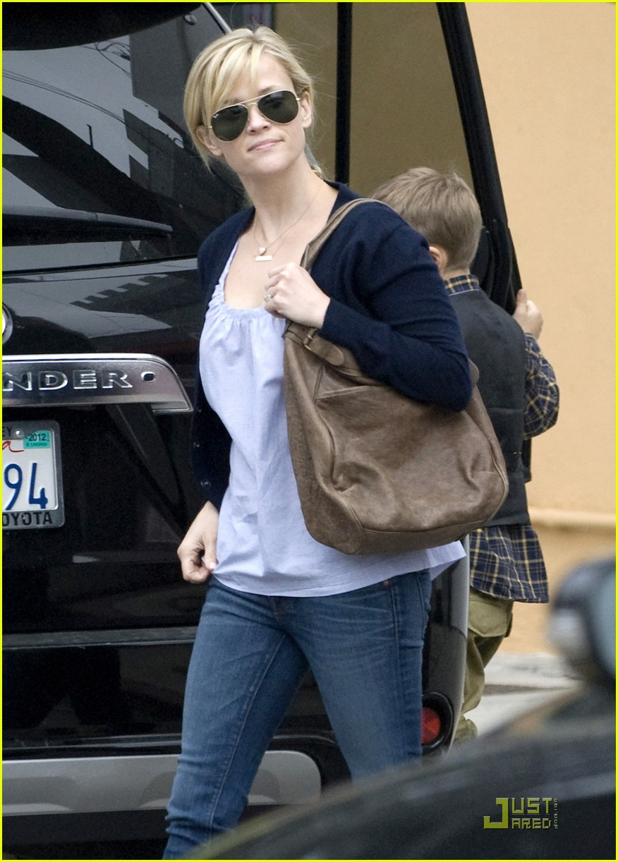 reese witherspoon church lunch ava 03