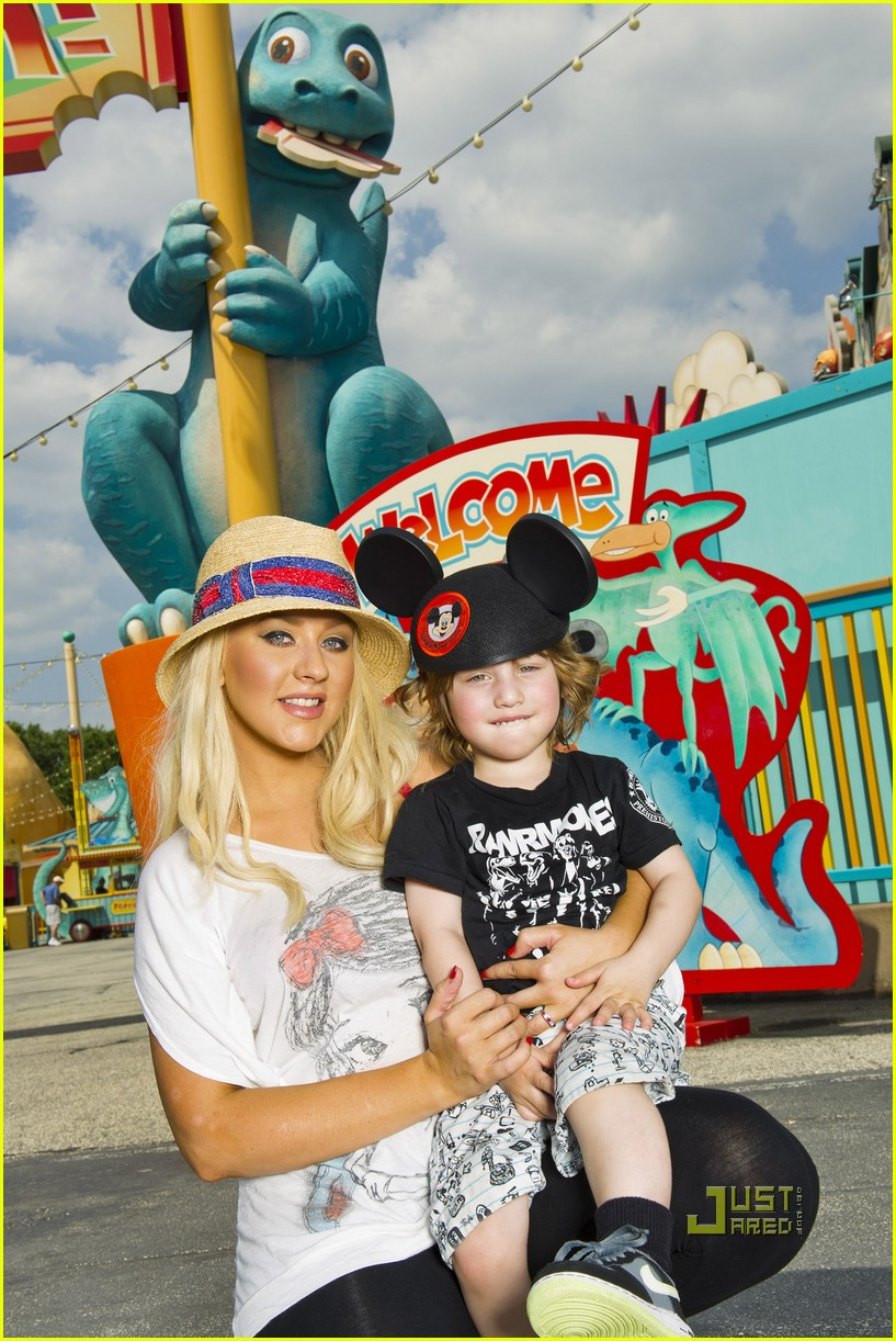 christina aguilera disney world max 01