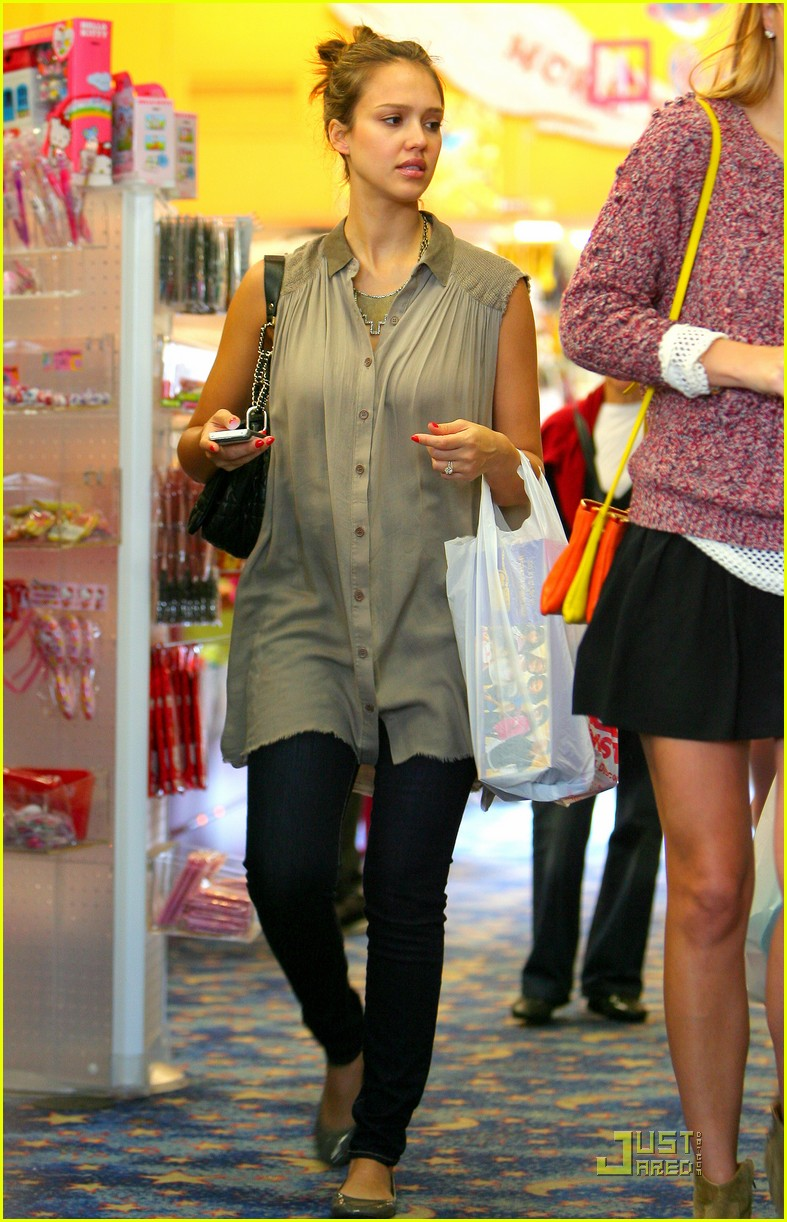 jessica alba shopping day with honor 05