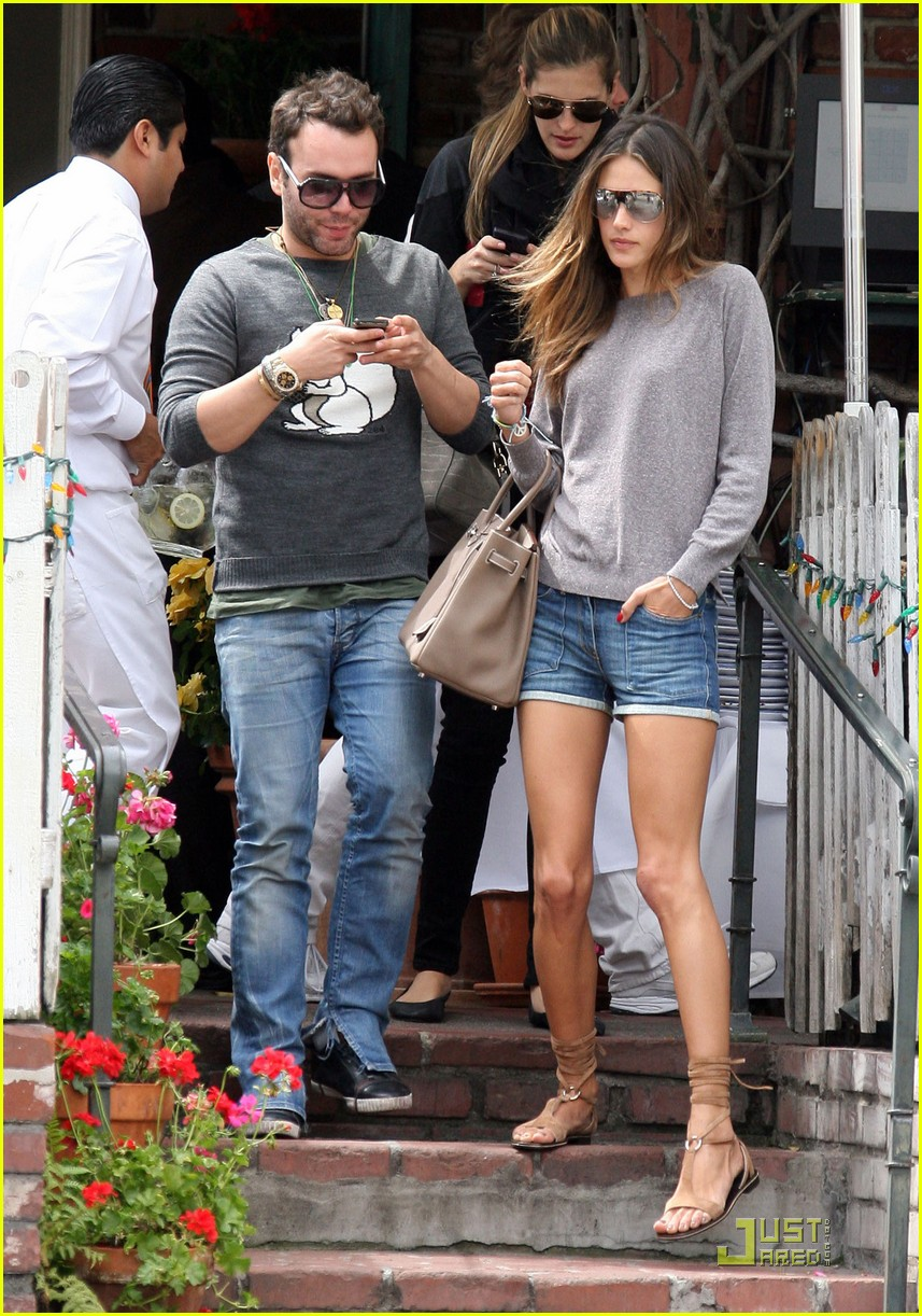 alessandra ambrosio lunch at the ivy 09