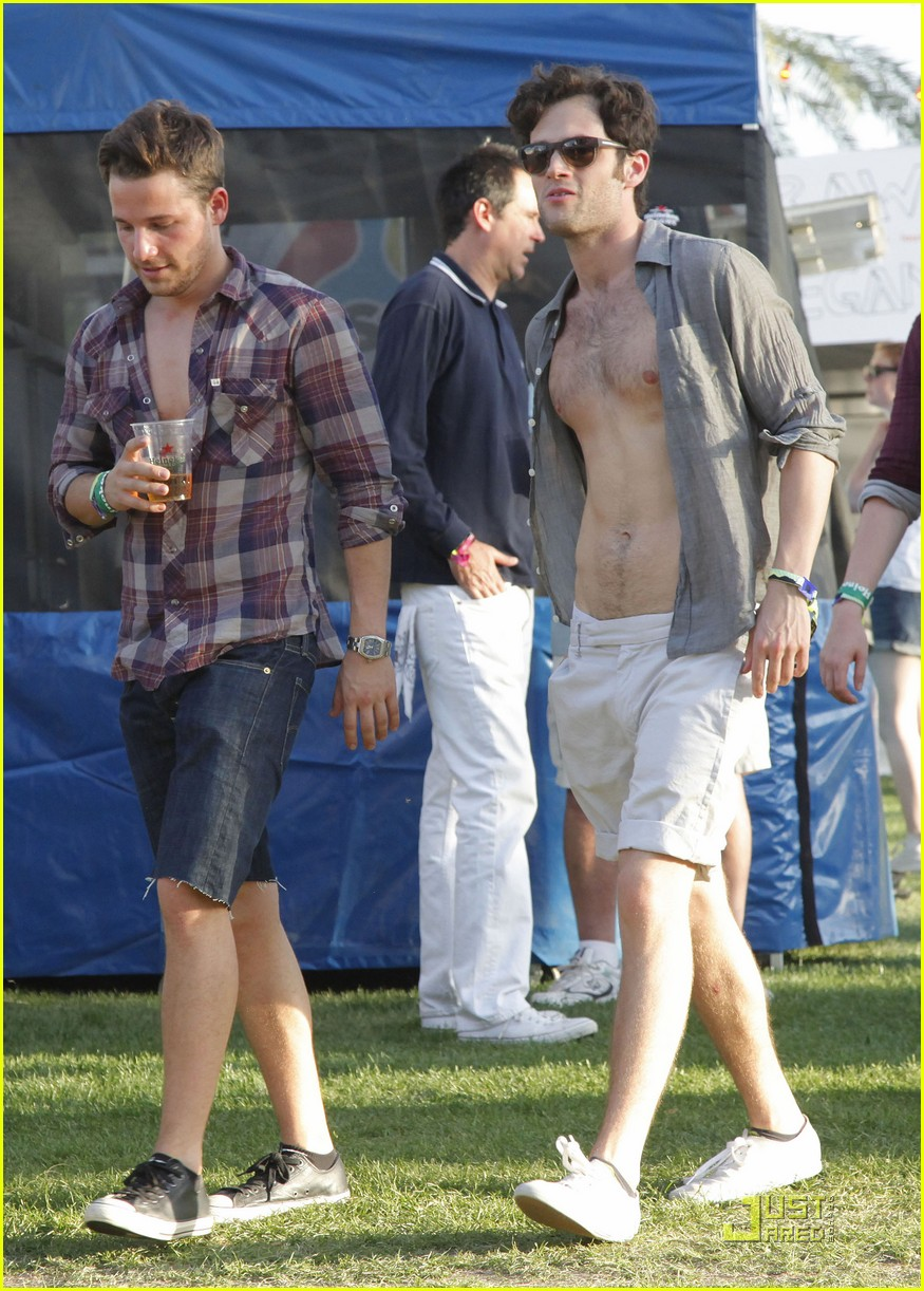 penn badgley shirtless coachella 05
