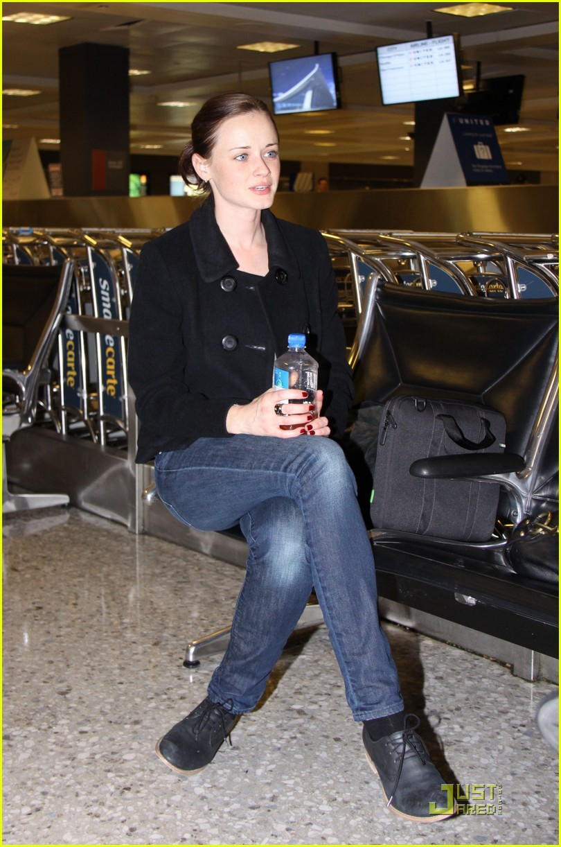 alexis bledel washington dc arrival 01