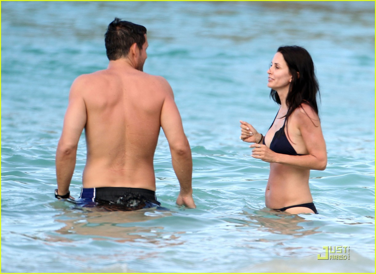 courteney cox josh hopkins lose their suits 10