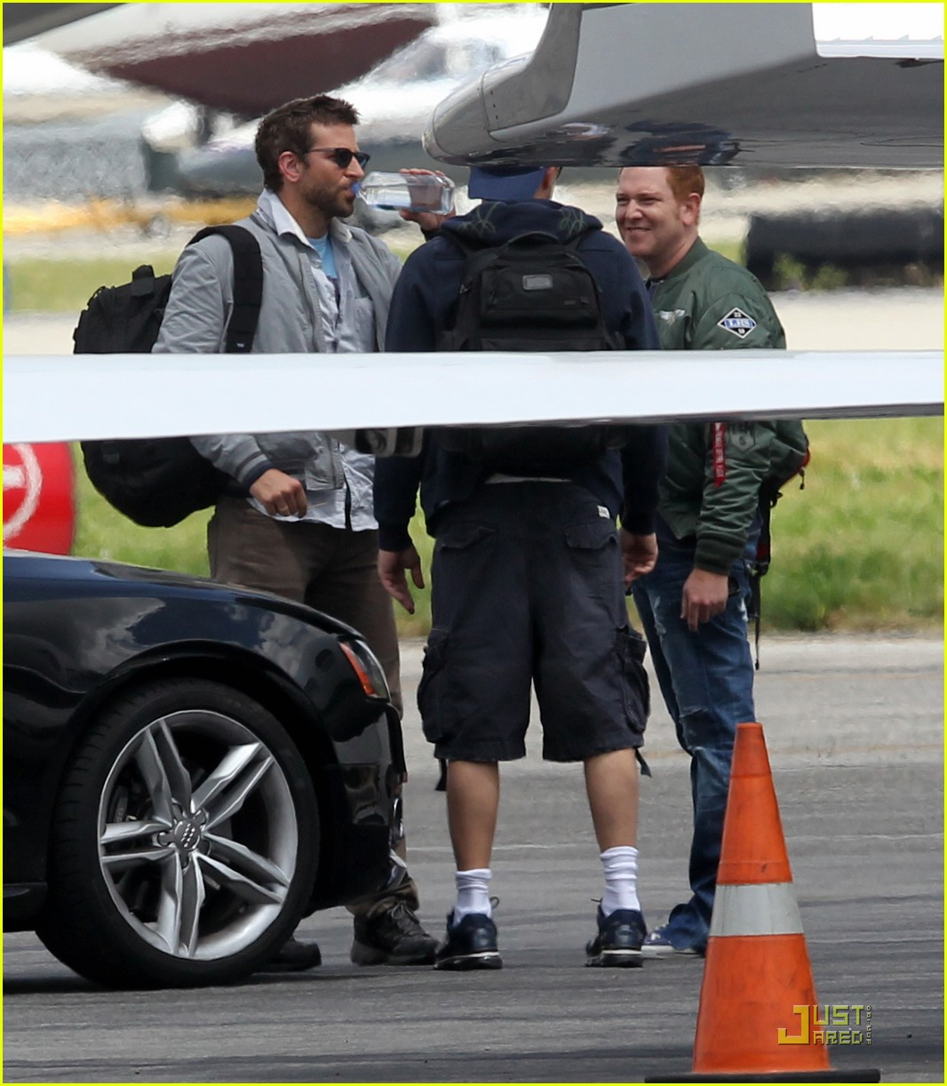 leonardo dicaprio bachelor party with bradley cooper 032537326