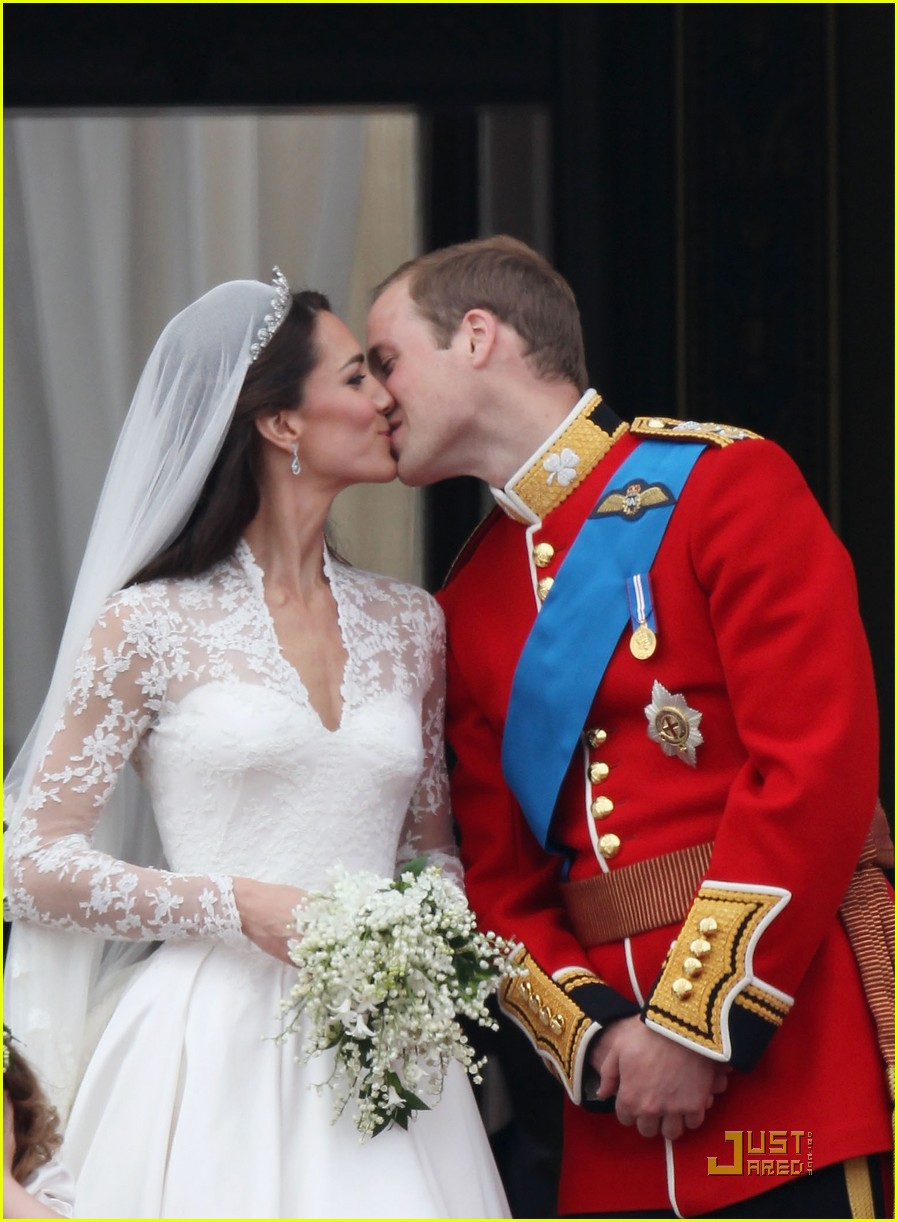 kate middleton prince william royal wedding first kiss 01