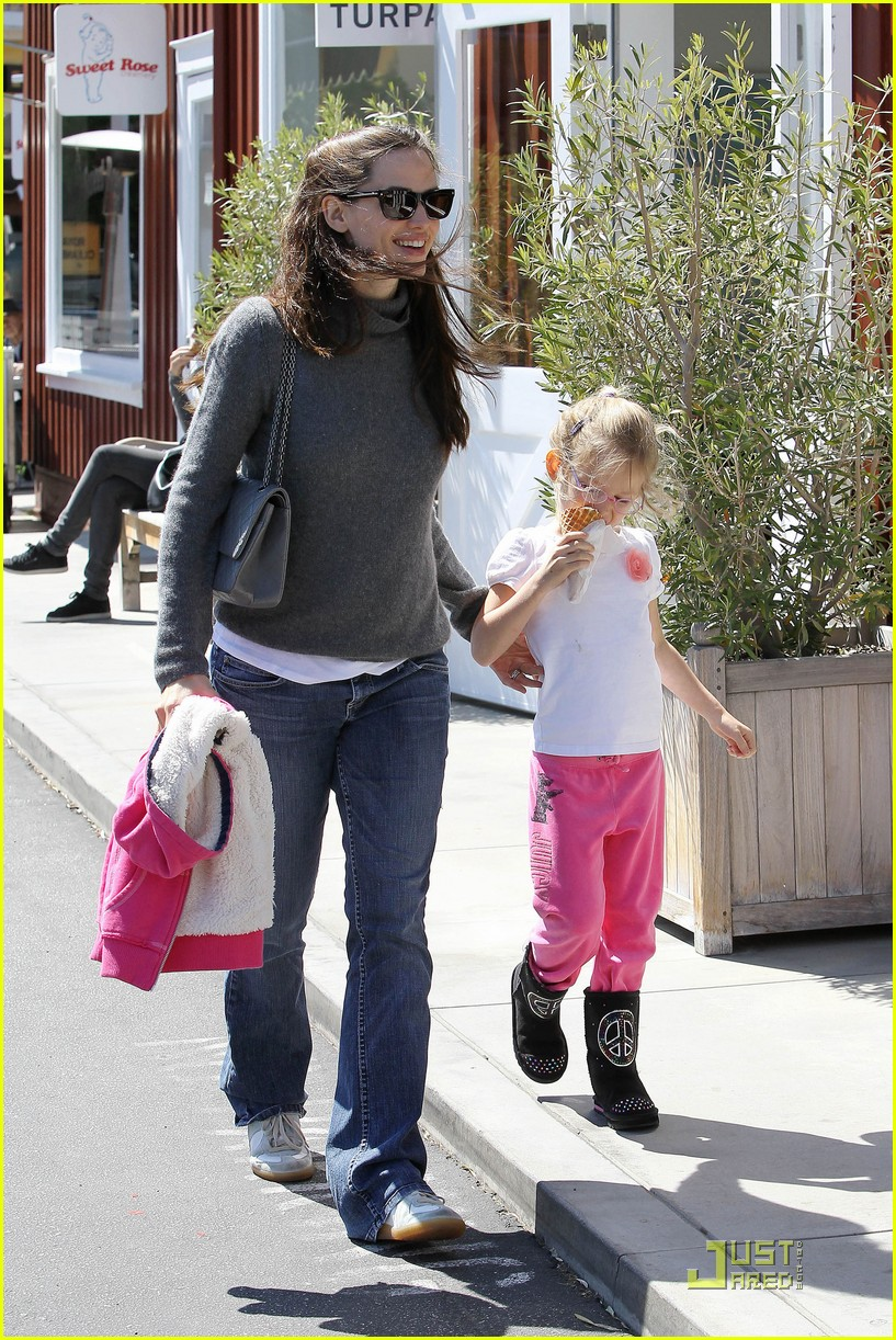 jennifer garner saturday fun with violet 07