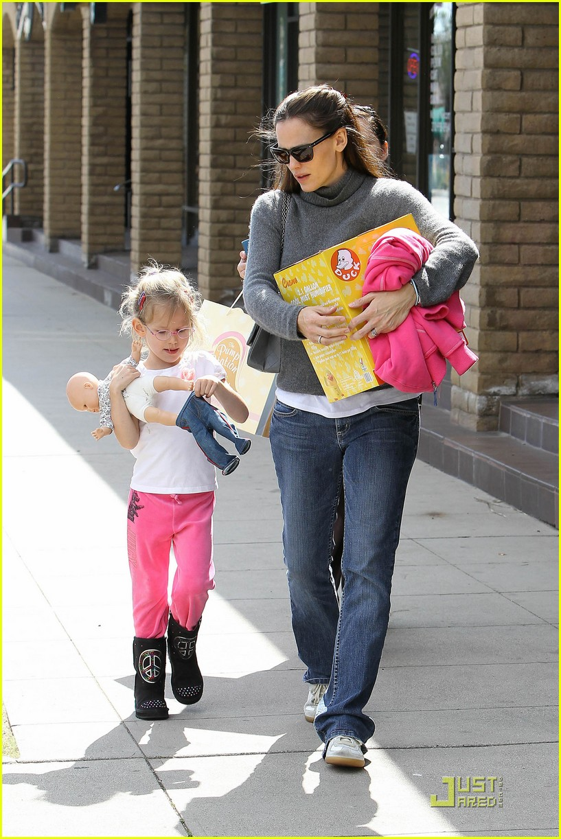 jennifer garner saturday fun with violet 09