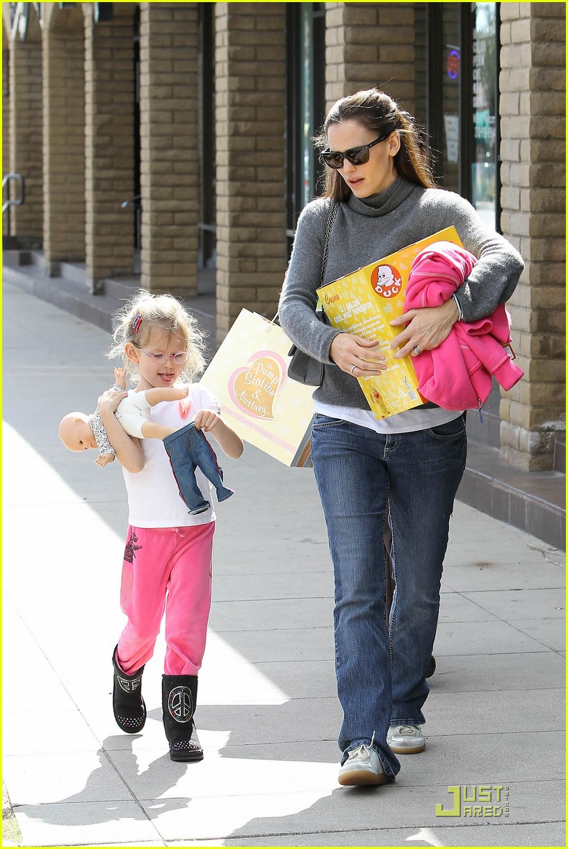 jennifer garner saturday fun with violet 14