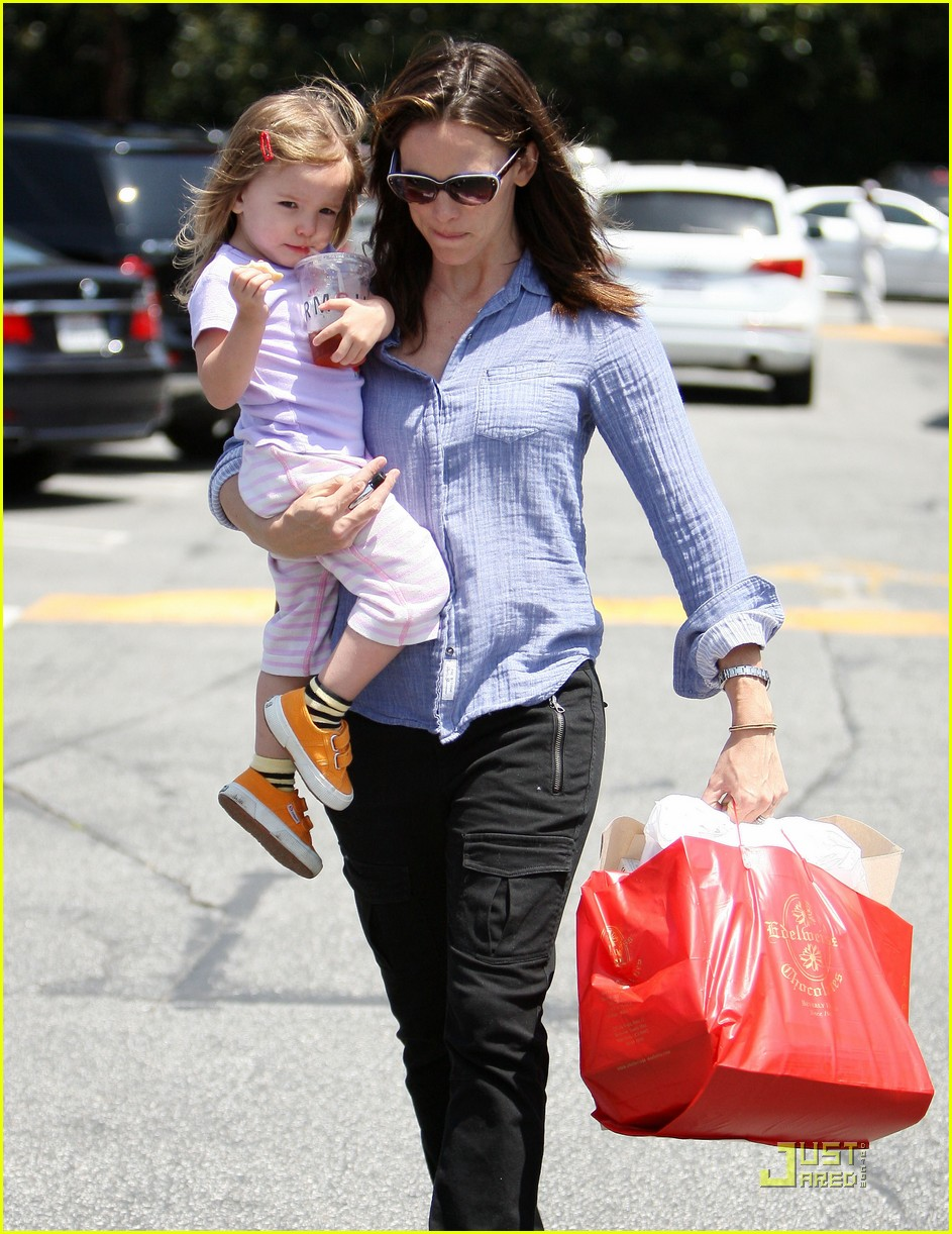 jennifer garner brentwood fun with seraphina 05