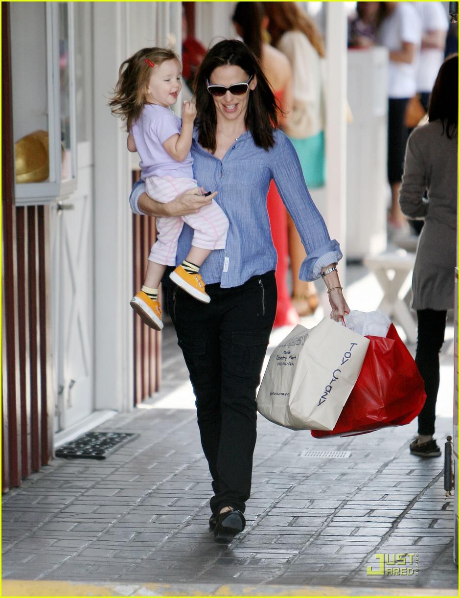 jennifer garner brentwood fun with seraphina 10