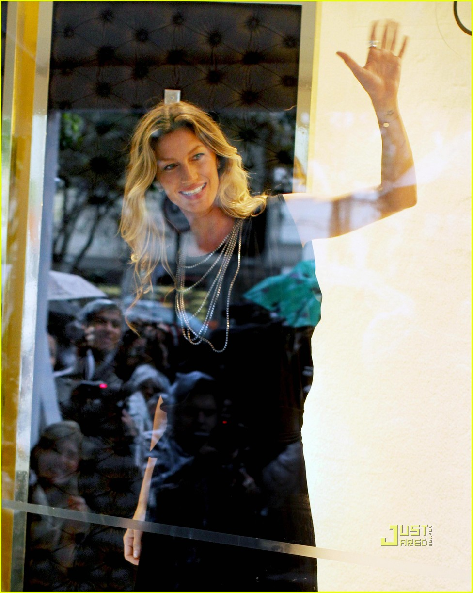 gisele bundchen sao paolo window 04