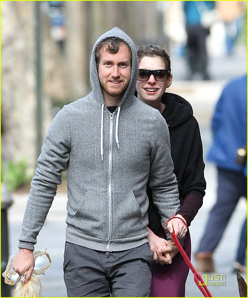 anne hathaway adam shulman dog walking couple 10