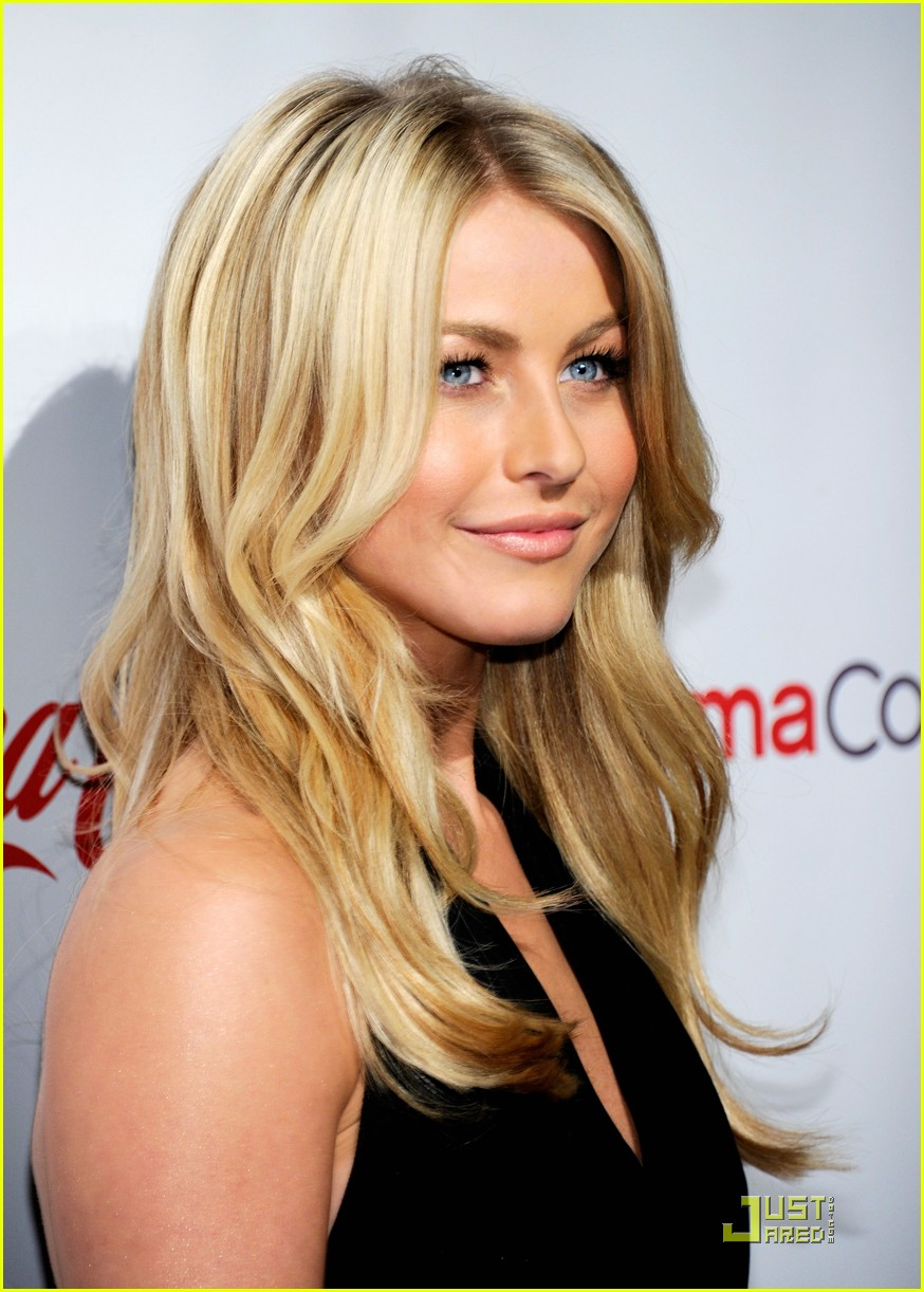 julianne hough cinemacon awards 2011 06
