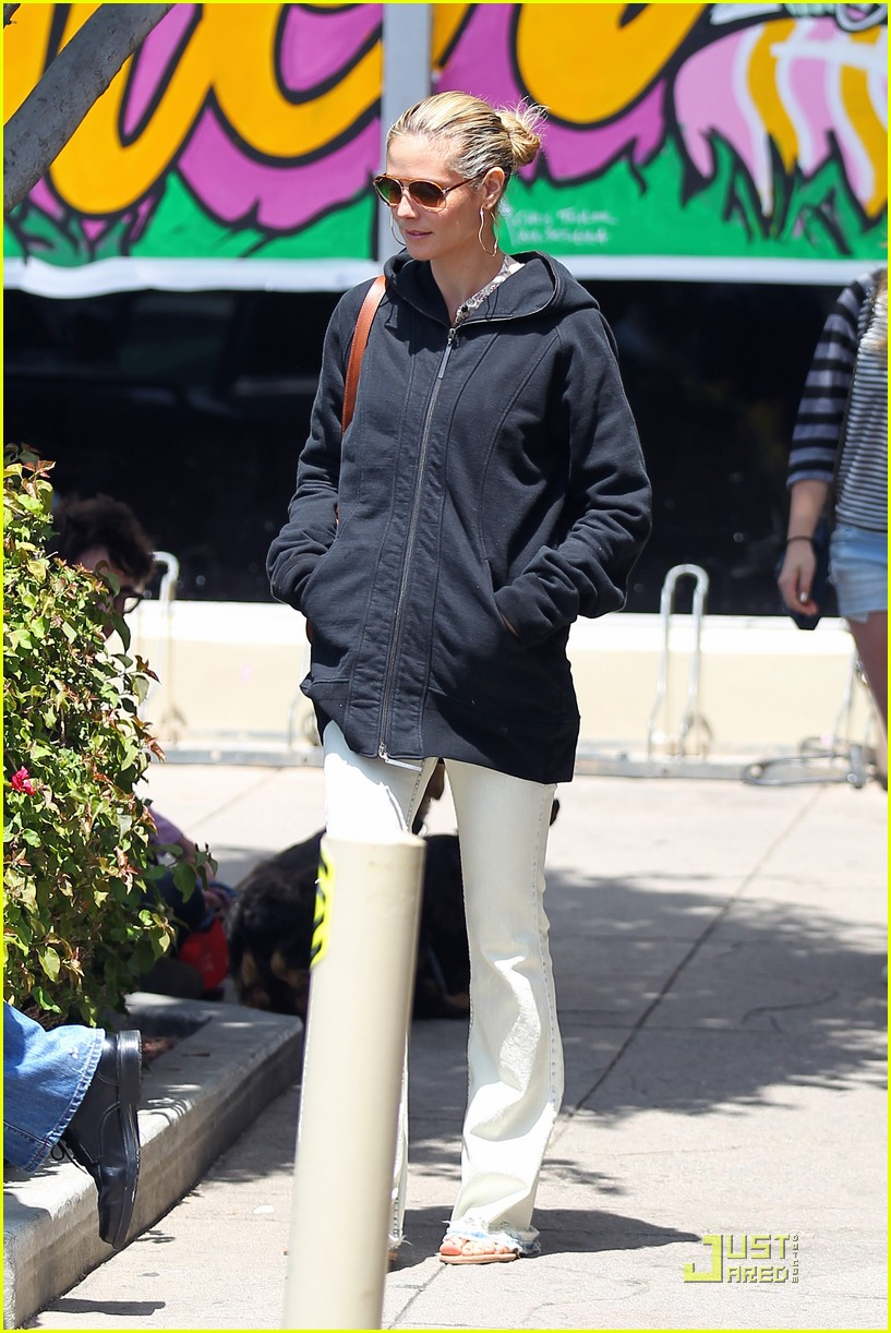 heidi klum seal grocery shoppers 01