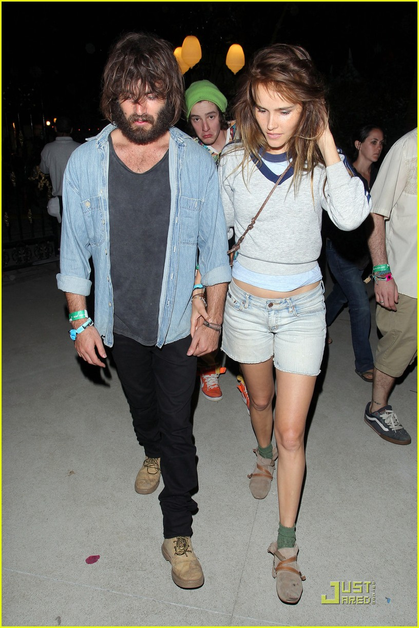 isabel lucas coachella with angus stone 01