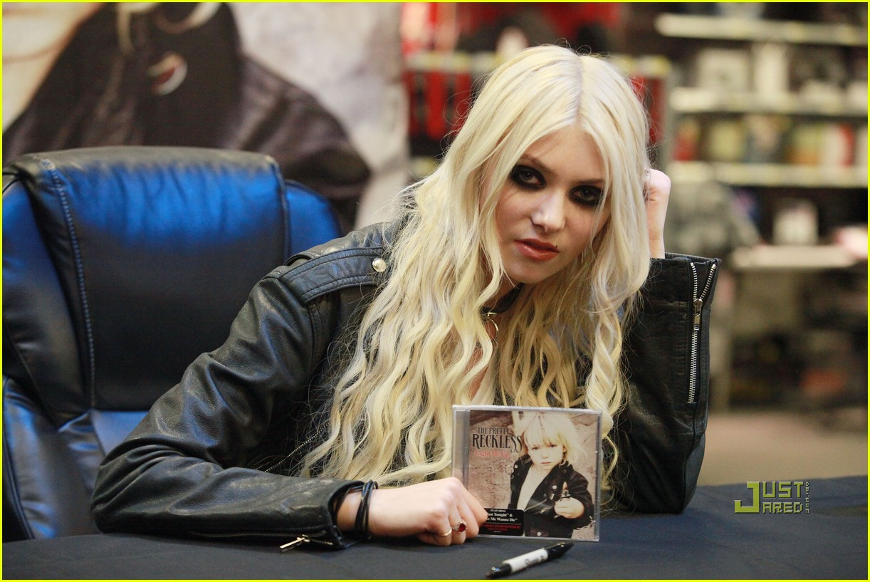 taylor momsen best buy 02