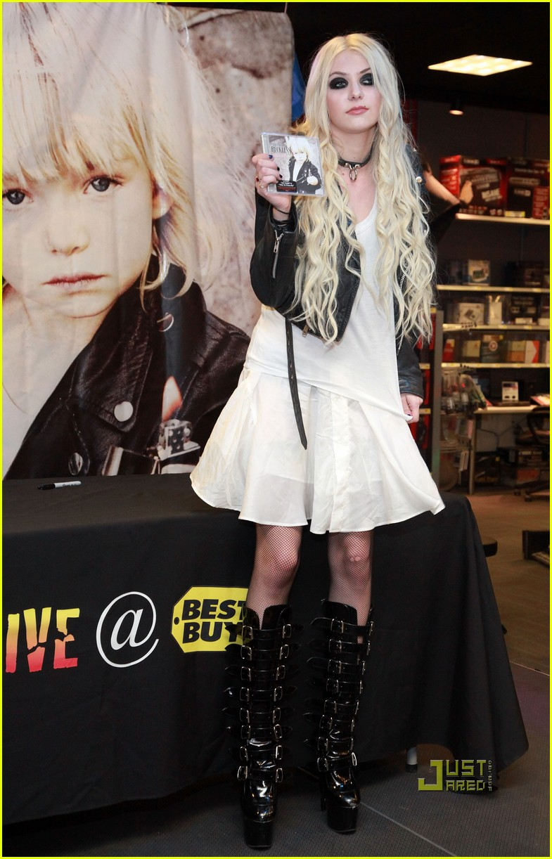 taylor momsen best buy 06