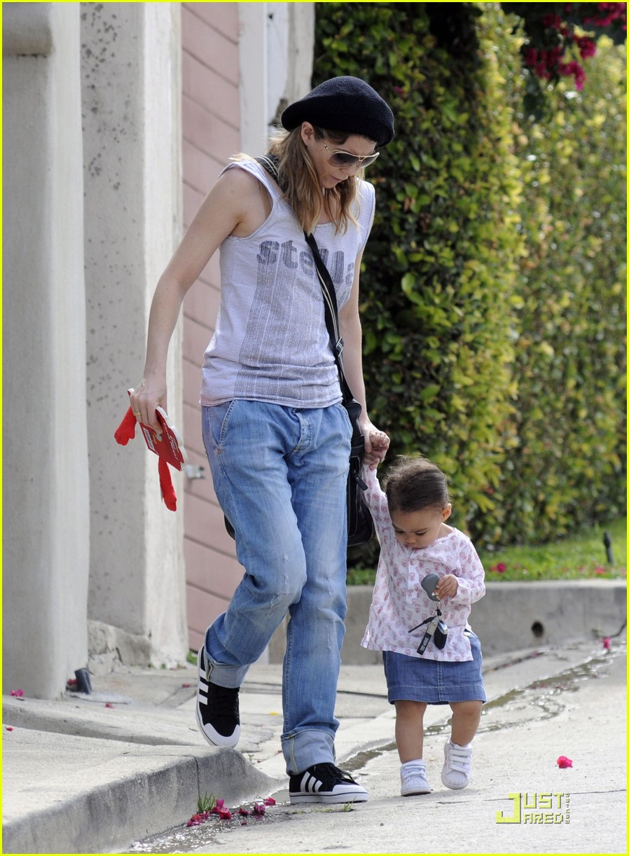 ellen pompeo day out with stella chris ivery 01