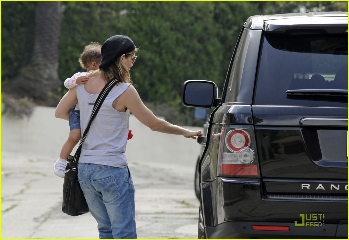 ellen pompeo day out with stella chris ivery 05