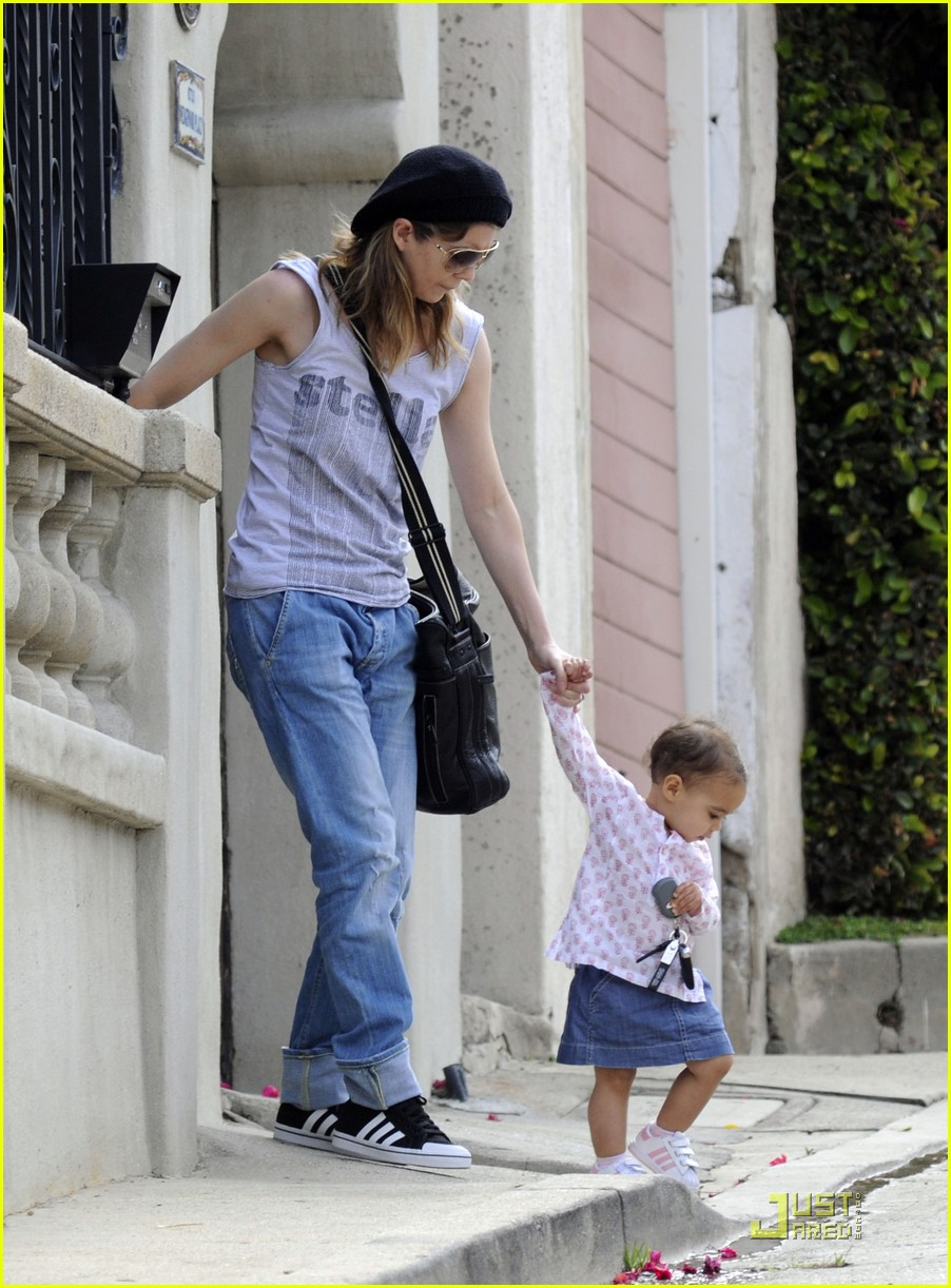 ellen pompeo day out with stella chris ivery 10