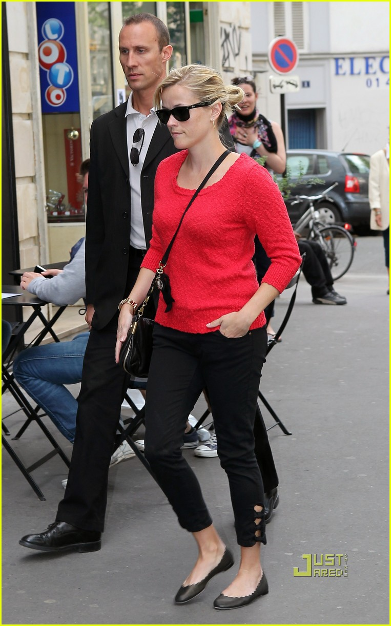 reese witherspoon red top paris 03