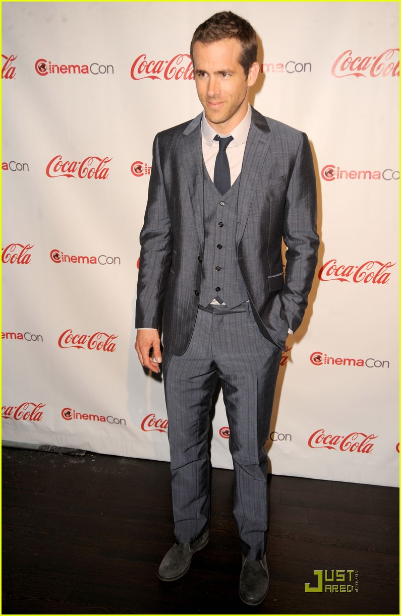 ryan reynolds cinemacon awards 2011 06