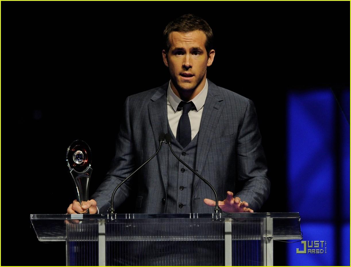 ryan reynolds cinemacon awards 2011 102531983