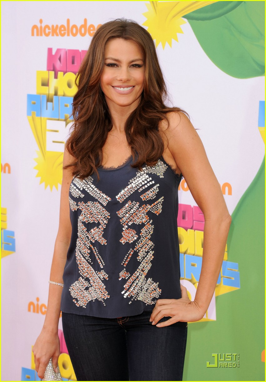 sofia vergara kca 2011 orange carpet 02