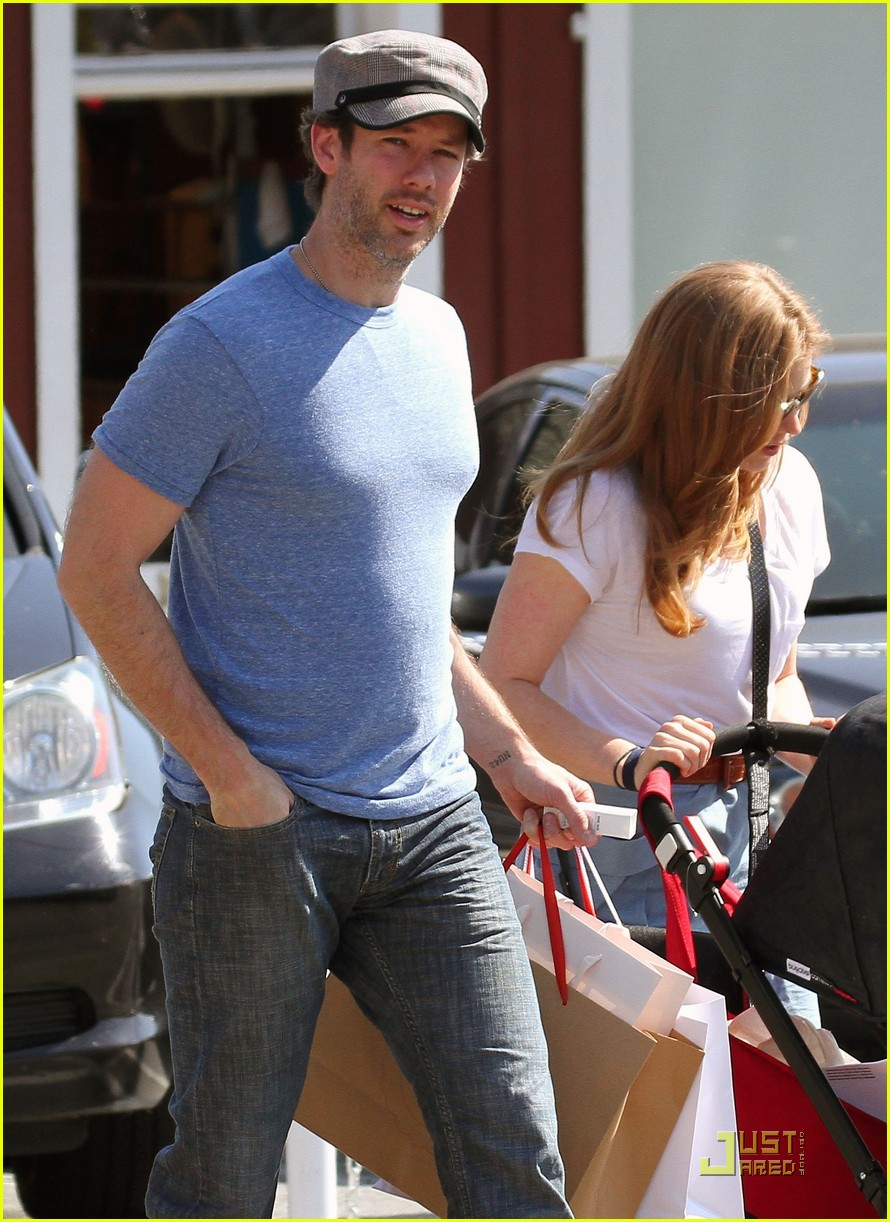 amy adams saturday shopping with darren and aviana 092548221