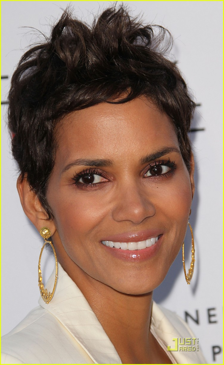 halle berry beauty culture exhibit opening 02
