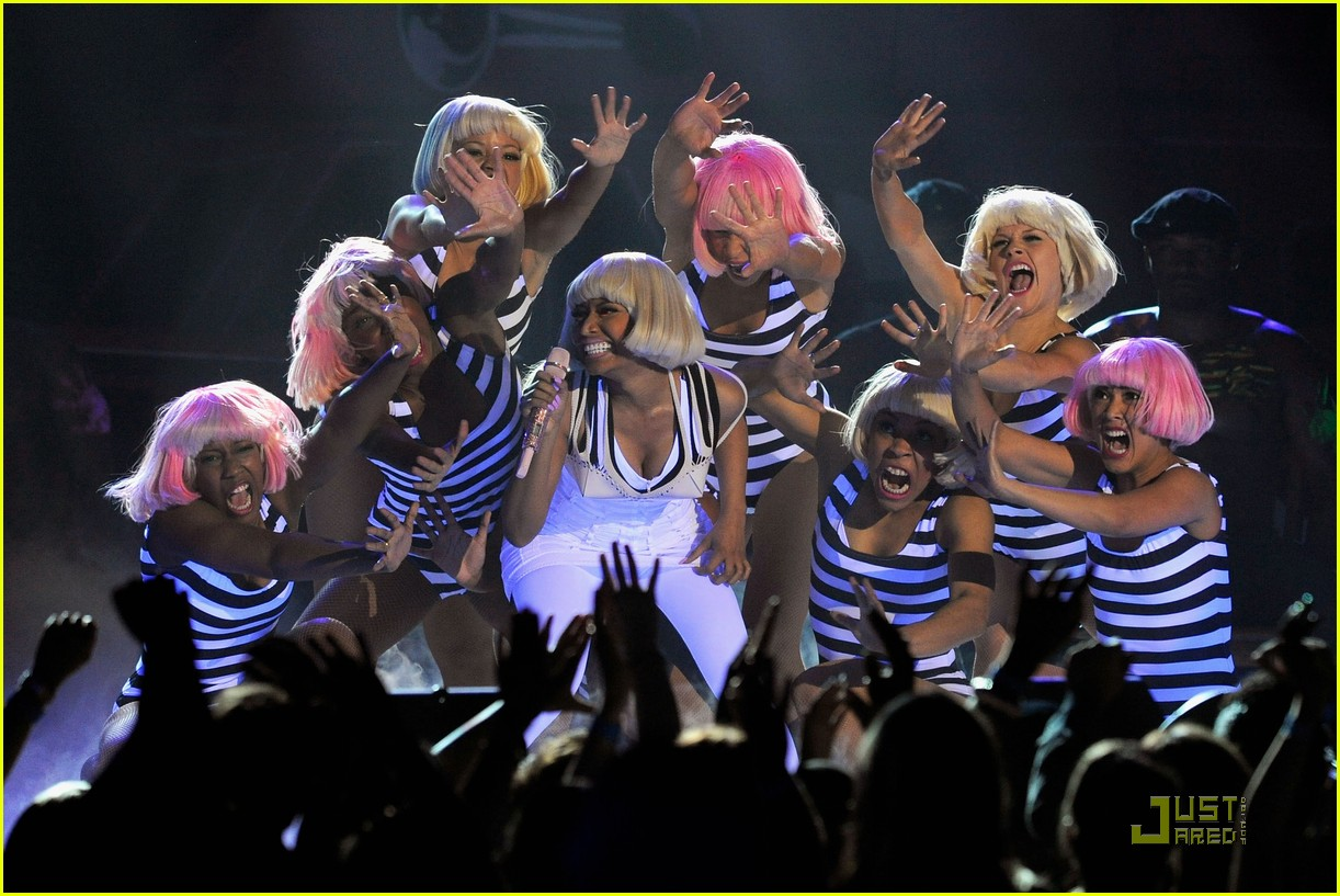 britney spears nicki minaj billboard awards performance 02