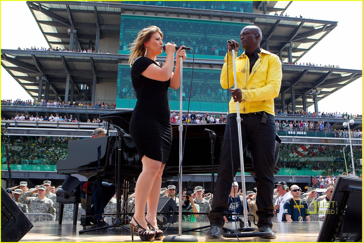 kelly clarkson seal national anthem indy 500 06