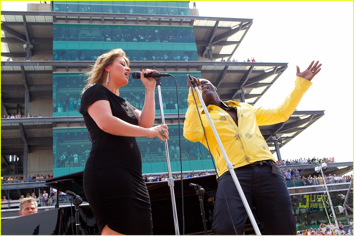kelly clarkson seal national anthem indy 500 11