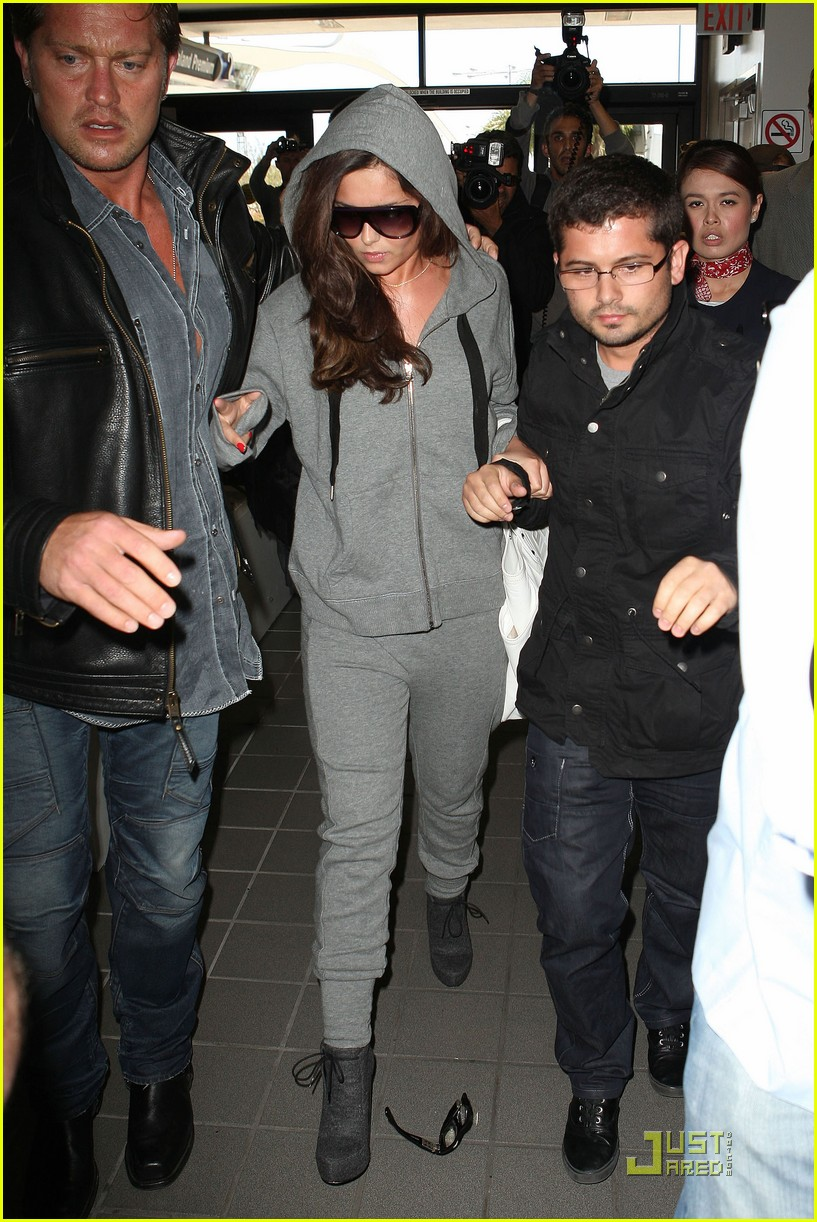 cheryl cole leaves lax 01