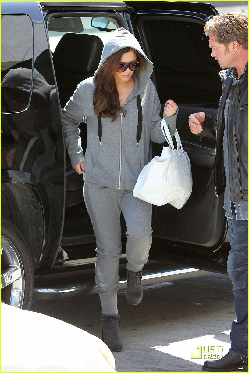 cheryl cole leaves lax 07