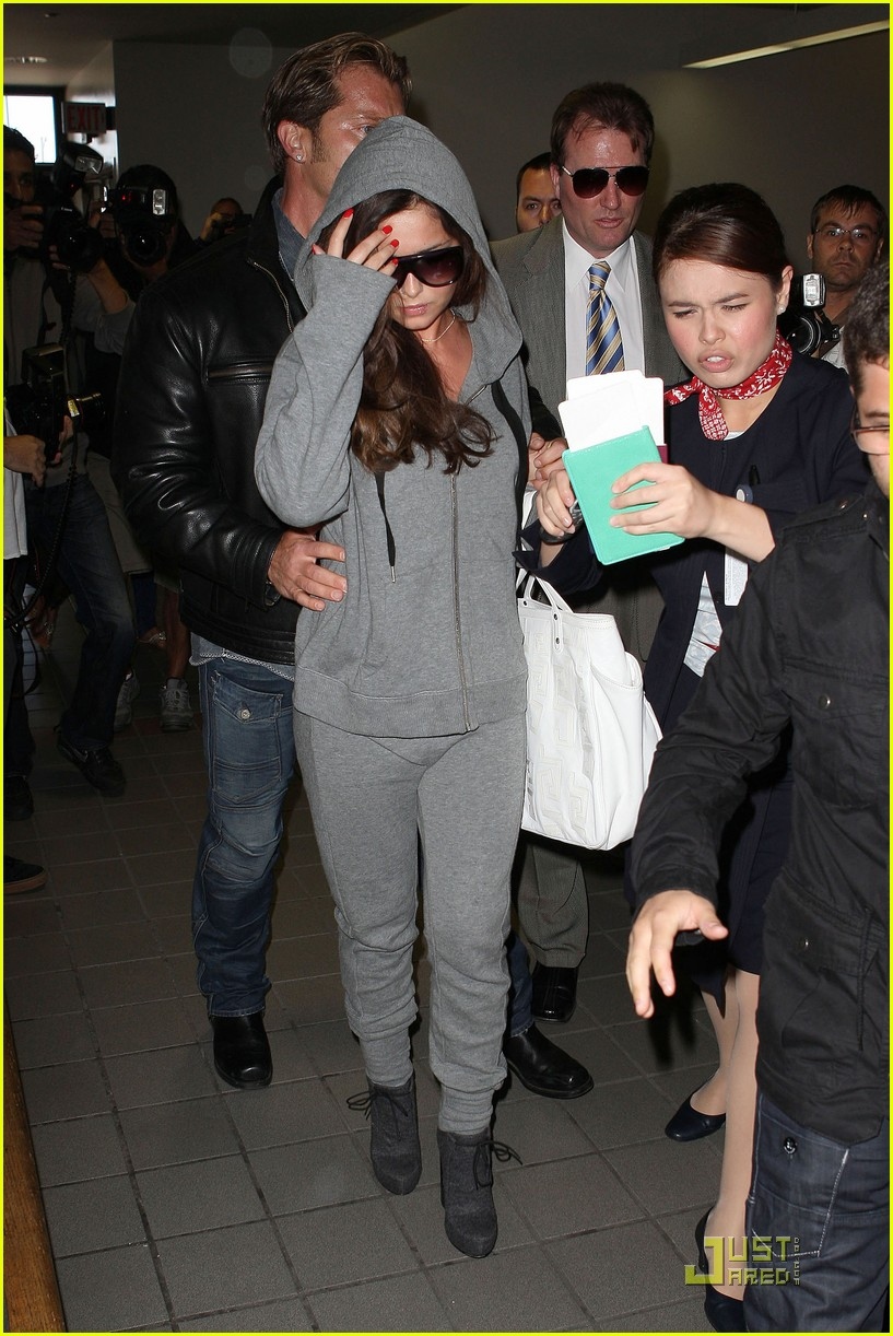 cheryl cole leaves lax 09