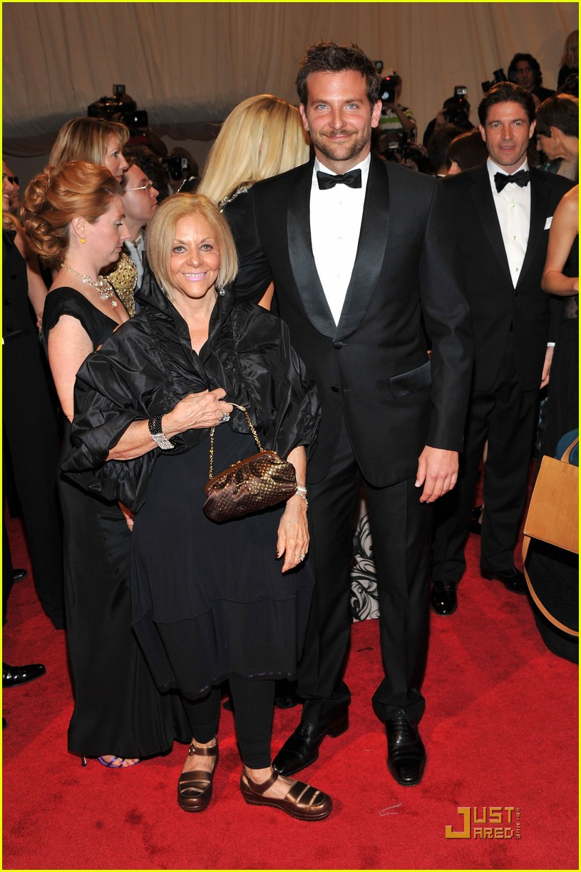bradley cooper joshua jackson met ball 2011 06