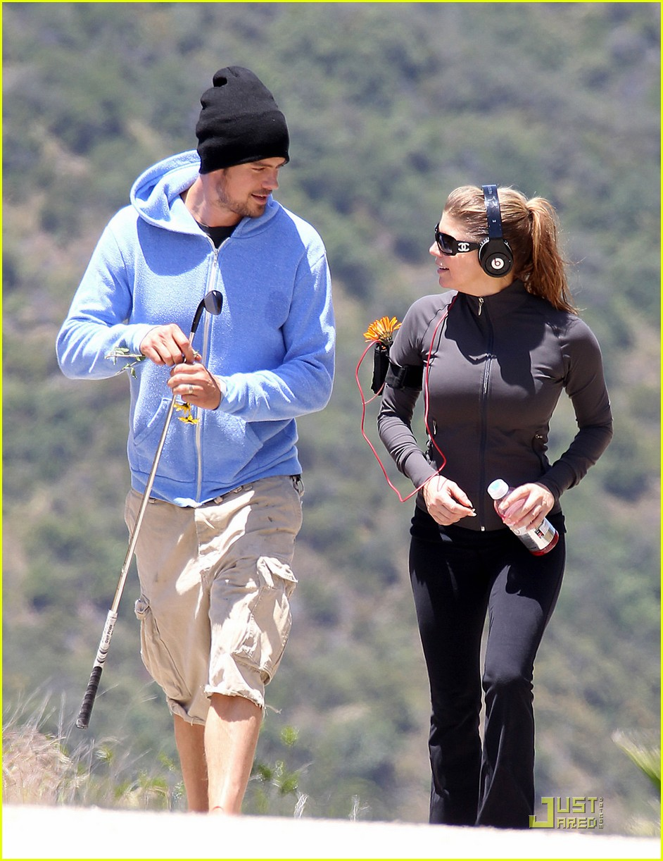 fergie josh duhamel hiking in brentwood 03