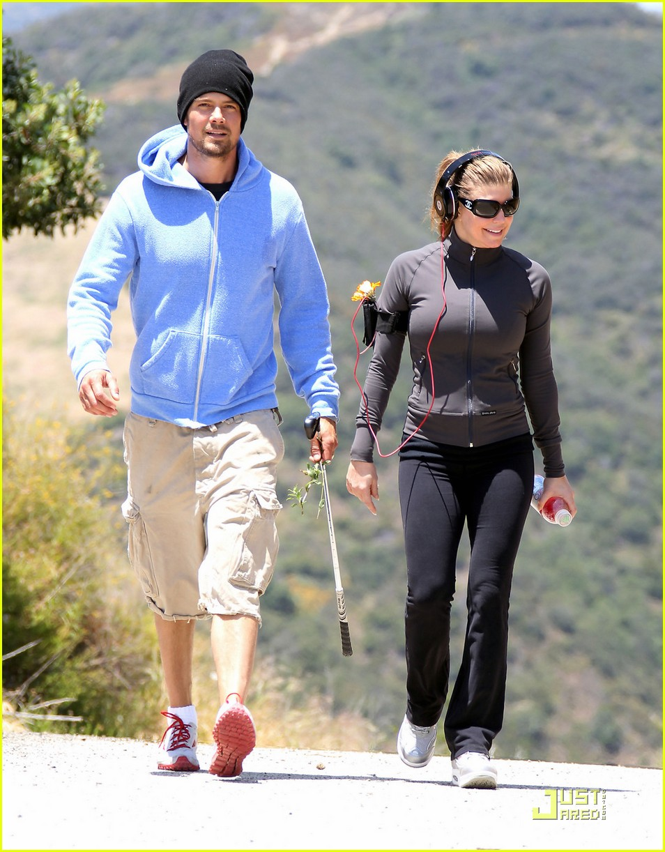 fergie josh duhamel hiking in brentwood 08